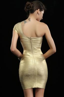 Robe asymétrique dorée avec grand rabat