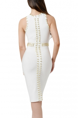 Robe blanche bordure ornementée