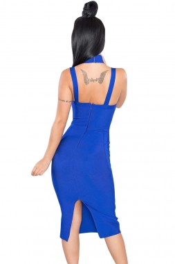 Robe bleu à col haut découpé