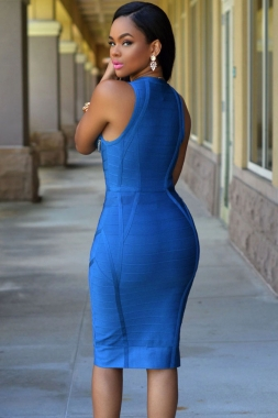 Robe bleu à fermeture dorée